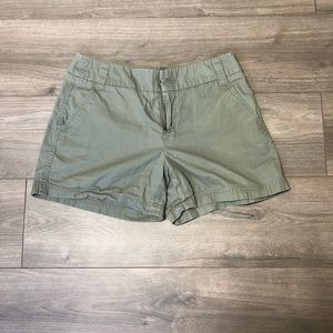 Intro by Jonathan Ross Green Khaki Shorts Size 8